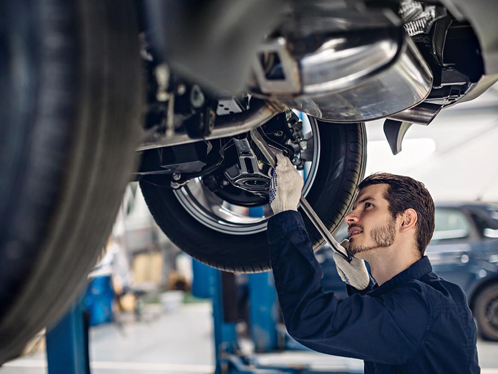 Mechanic do auto repair in Brampton
